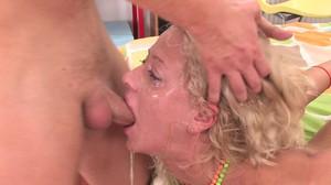 Секс видео глубокие глотки